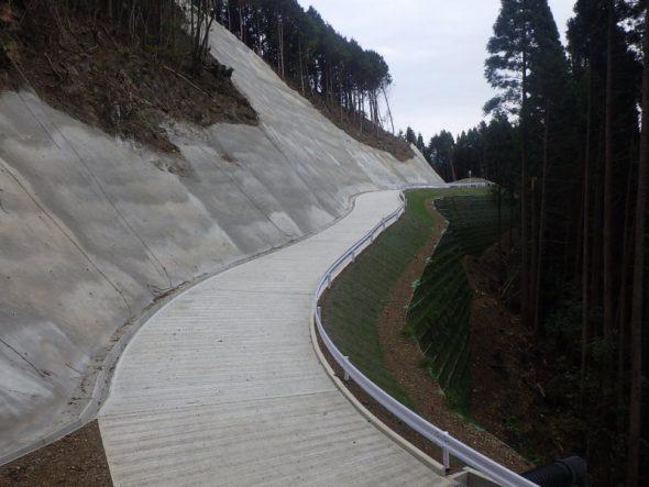 森林管理道(林道)の新設工事